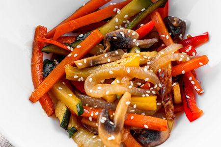 Жареные овощи в чесночном соусе