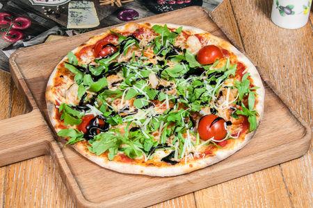 Пицца с рукколой и креветками