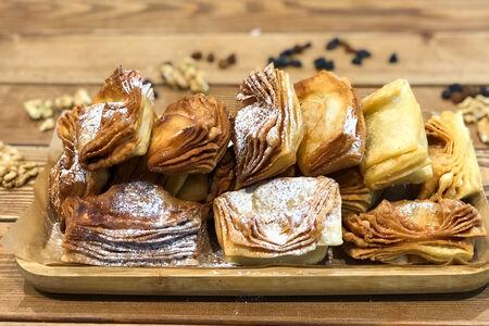 Хворост с орехово-медовой начинкой