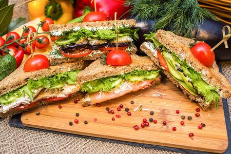 Сэндвич с шампиньонами, яйцом и творожным сыром