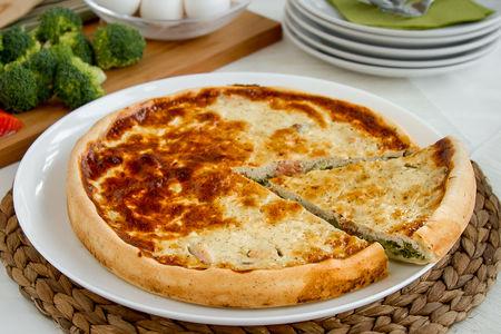 Пирог Киш с красной рыбой и брокколи
