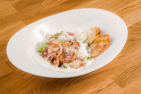 Гранд салат с куриным филе и песто
