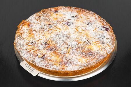 Пирог с грушей и малиной