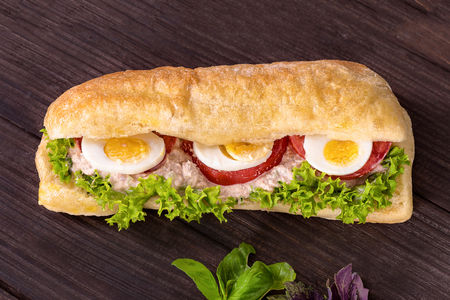 Сэндвич с тунцом
