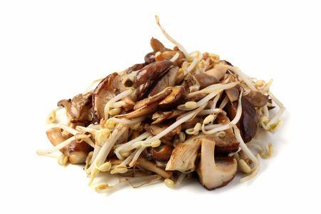 Жареные грибы с ростками сои