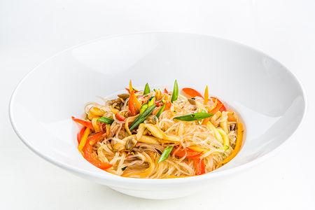 Стеклянная лапша Фунчоза с овощами и вешенками в устричном соусе