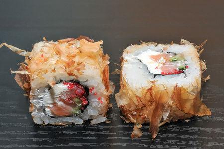 Ролл Бонито с копченым лососем