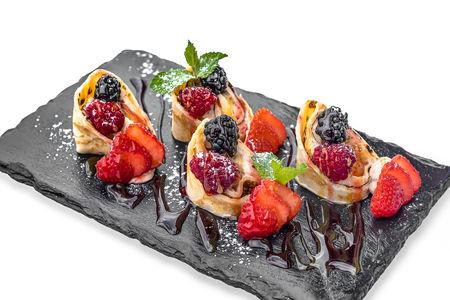 Десертный ролл с ягодами