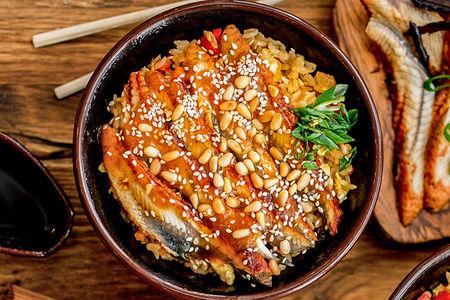 Жареный рис с копченым угрем