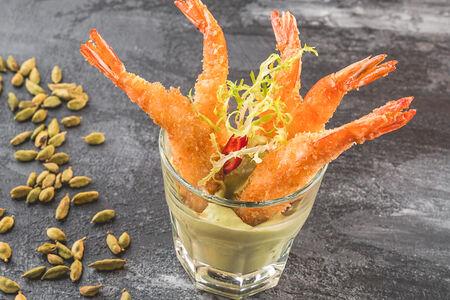 Хрустящие креветки с соусом гуакамоле