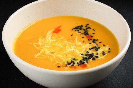 Суп из моркови с копченым сыром сулугуни