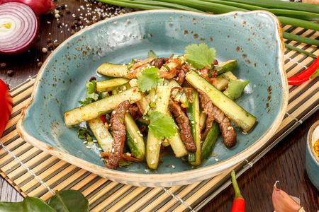 Салат Китайский с говядиной и хрустящими огурцами