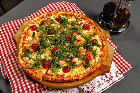 Пицца с креветками и песто