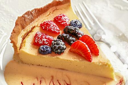 Десерт Кростата с лесными ягодами