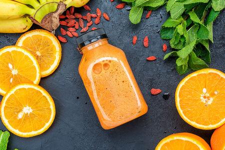 Апельсиновый смузи с ягодами годжи