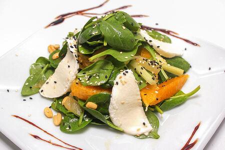 Витаминный салат со шпинатом и сыром