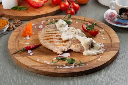 Стейк из свинины с белыми грибами