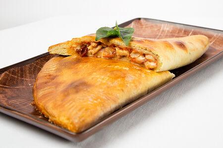 Пицца Панцеротти с куриной грудкой и колбасками пепперони