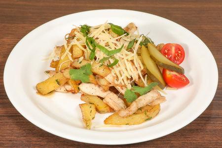 Жареный картофель с курицей