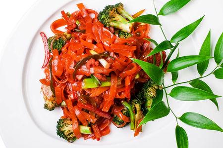 Рисовая лапша с говядиной и овощами