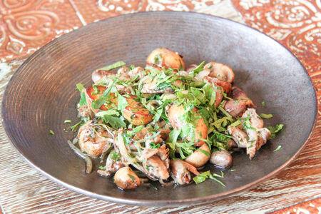 Куриные потроха с картофелем и грибами