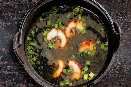 Мисо-суп с копченым угрем