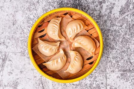 Цзяоцзы со свининой и китайским луком