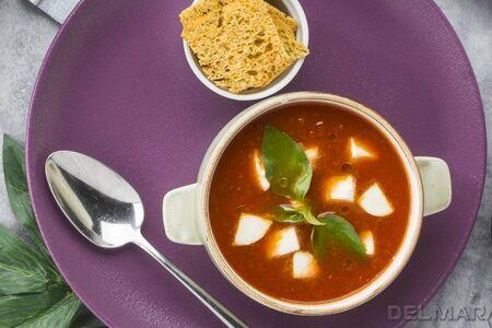 Томатный суп с моцареллой