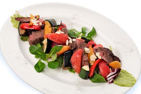 Гриль-салат с говяжьей вырезкой