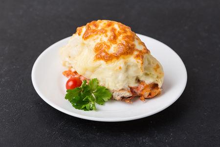 Куриная грудка, запеченная под сыром с картофелем