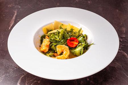 Салат с креветками в манговым соусе