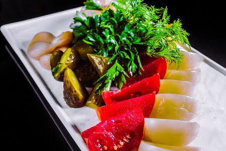 Ассорти из соленых овощей