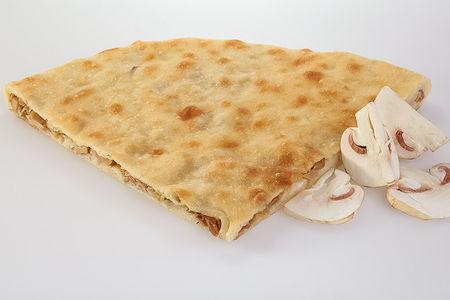Пирог с грибами и жареным луком