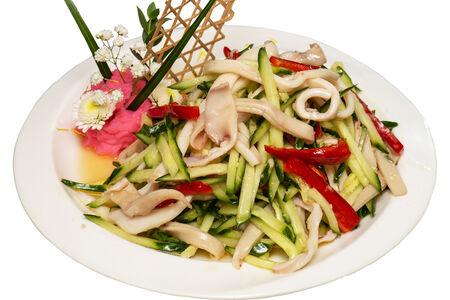 Салат из кальмаров с огурцам