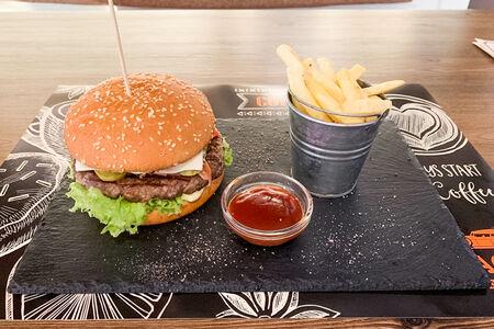 Гамбургер с бифштексом