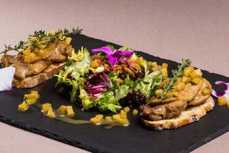 Теплый салат с Фуа-гра и перепелкой