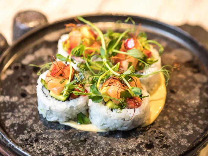 Поке с лососем и авокадо