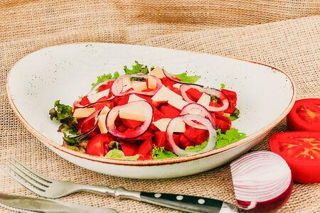 Салат с розовыми кубанскими томатами