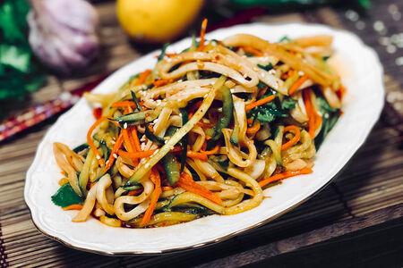 Салат из кальмара с овощами