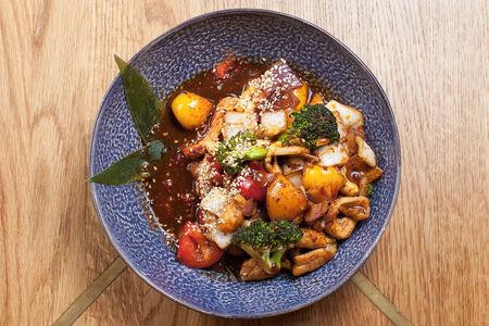 Курица по-сингапурски с овощами и кешью