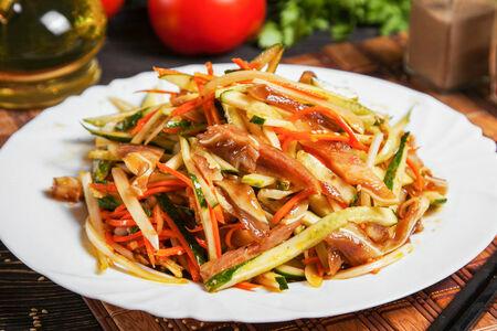 Салат из свиных ушек с огурцом