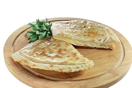 Крымский янтык с сыром и зеленью
