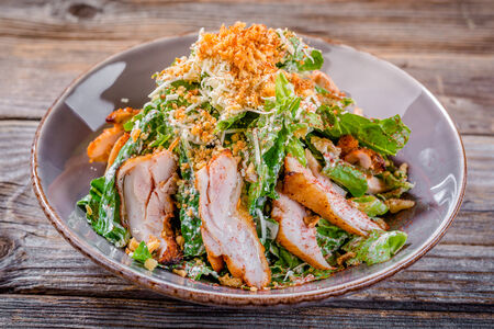 Салат Зеленый с цыпленком гриль