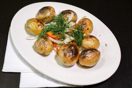 Молодой картофель на углях