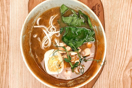 Суп с лососем и тигровой креветкой