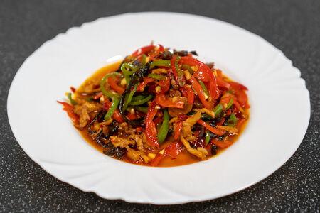 Жареная курица с овощами в рыбном соусе
