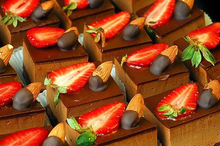 Пирожное Шоколадно-клубничное