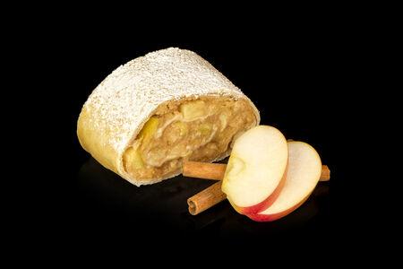 Штрудель яблочный с корицей