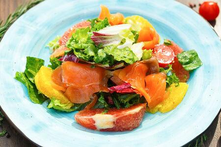 Салат Цитрусовый с копченным лососем