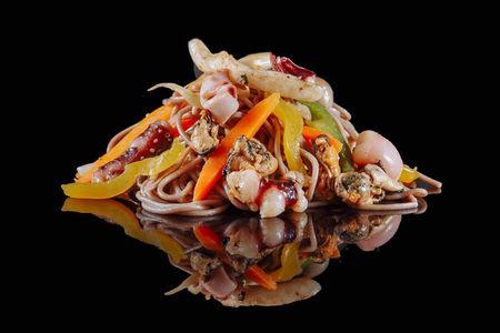 Вок Якисоба с морепродуктами